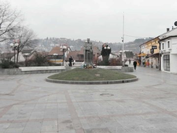 Popločavanje oko spomenika vojvodi Živojinu Mišiću u Valjevu